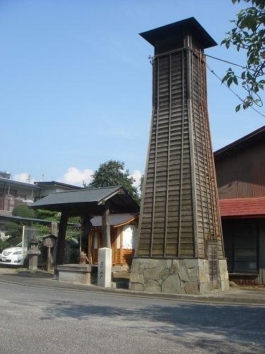 薬師井戸と塔