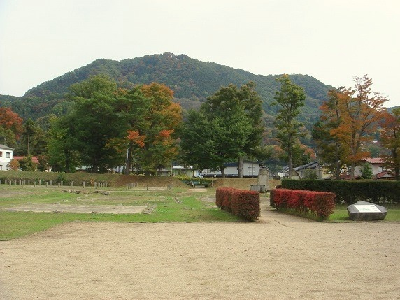 01鴨ケ嶽城全景