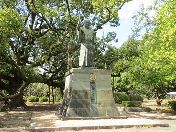 24蜂須賀家政銅像