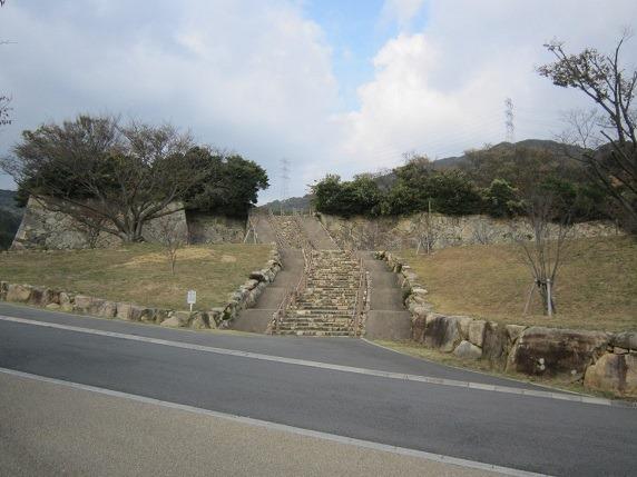 正面石垣と石段