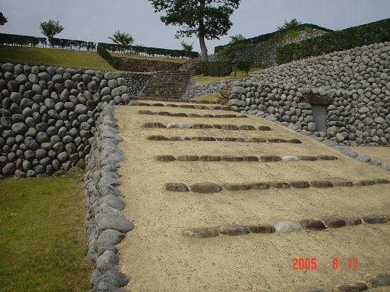 03櫓門へのスロープ