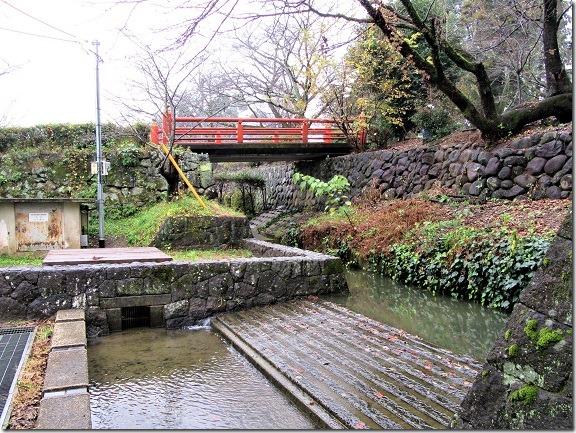 26本丸北東隅水堀と朱塗り橋